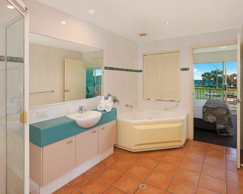 room-11-alexandra-headland-accommodation-3
