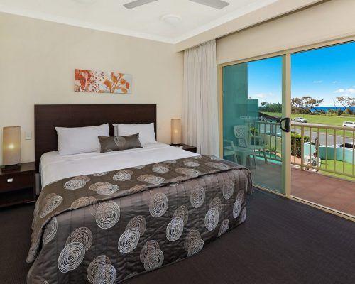 room-11-alexandra-headland-accommodation-8