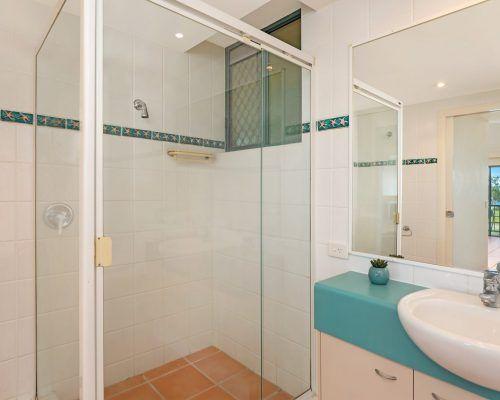 room-14-alexandra-headland-accommodation-4