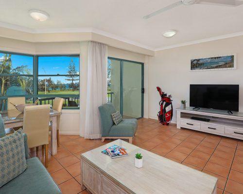 room-14-alexandra-headland-accommodation-5
