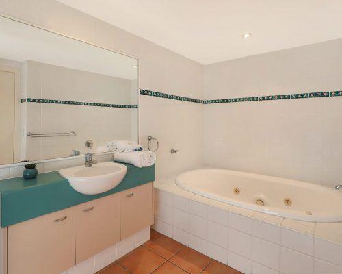 room-14-alexandra-headland-accommodation-6