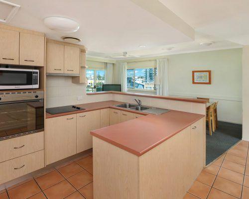 room-22-alexandra-headland-accommodation-1