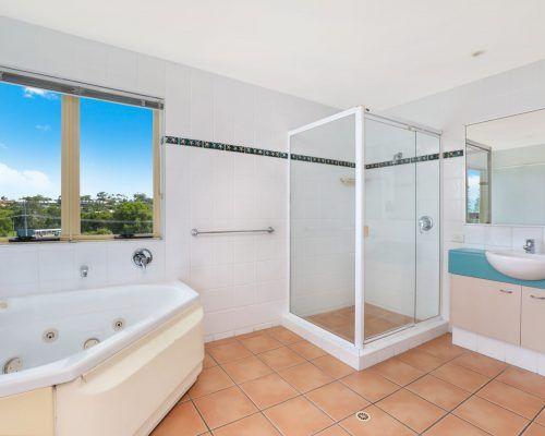 room-22-alexandra-headland-accommodation-7