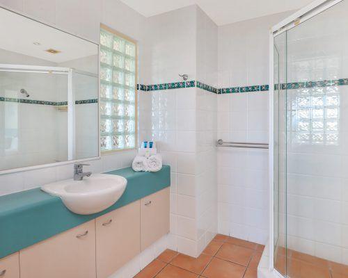 room-22-alexandra-headland-accommodation-8