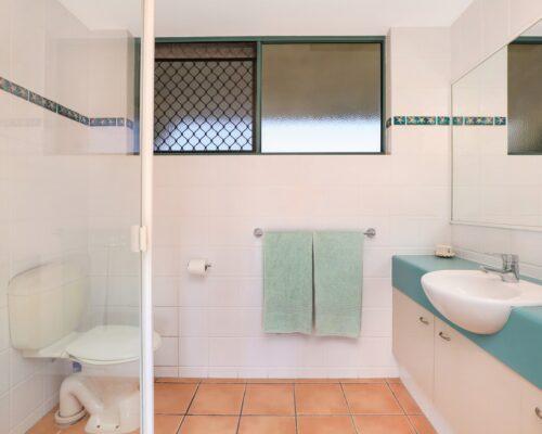 room-25-alexandra-headland-accommodation-2