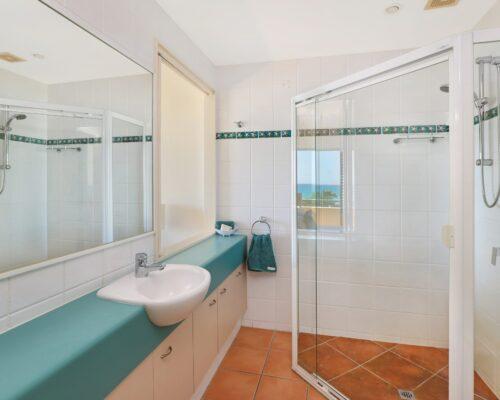 room-25-alexandra-headland-accommodation-7