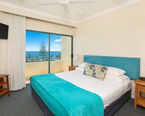 room-25-alexandra-headland-accommodation-9