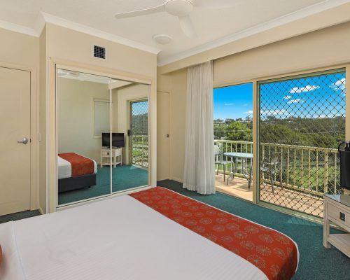 room-27-alexandra-headland-accommodation-10
