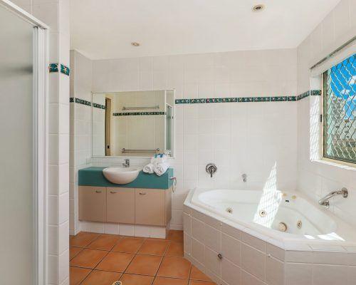 room-27-alexandra-headland-accommodation-3