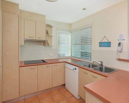 room-27-alexandra-headland-accommodation-6